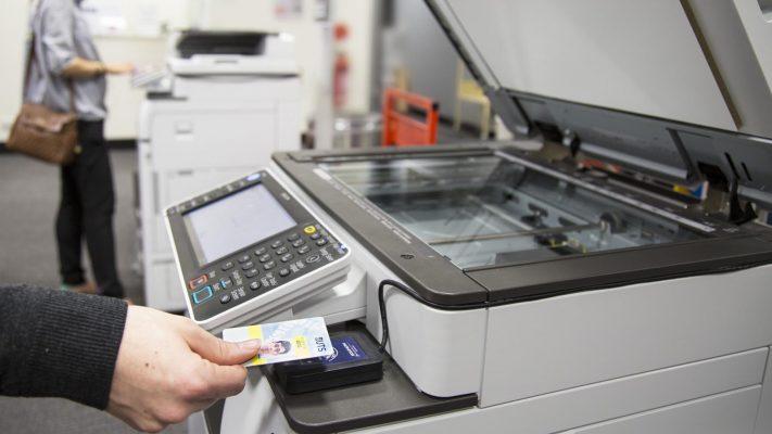 So sánh chi phí thuê và mua máy photocopy sử dụng